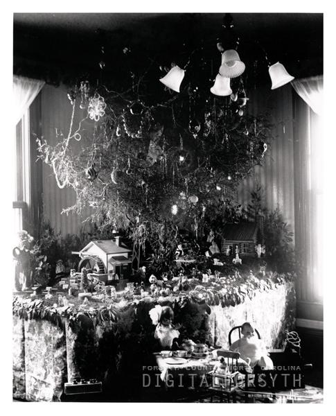 Home Organization Winston Salem: Winston-Salem Home Decorated For Christmas