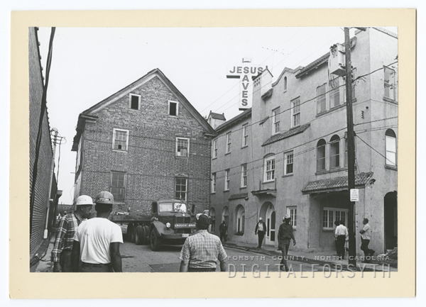 Moving the Zevely House from Oak Street to the corner of West Fourth and Summit Streets, 1974.